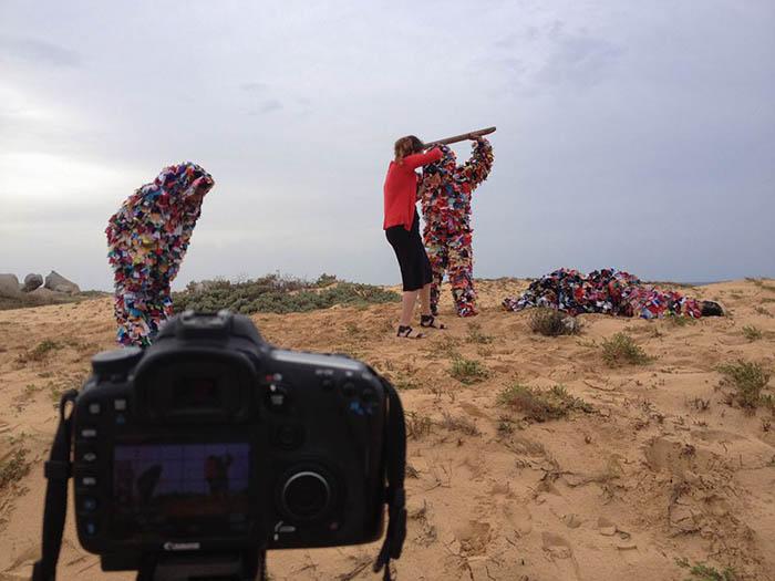 Dhiradj Ramsamoedj's Flexible man performance. Photograph by Omar Kuwas.