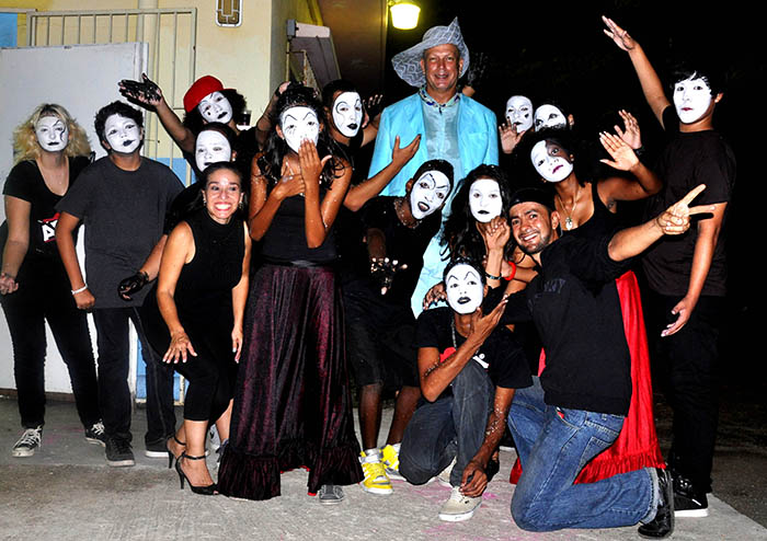 Aruba performance collective Gang di Arte with Elvis Lopez (middle). Photograph by Shirley Rufin.