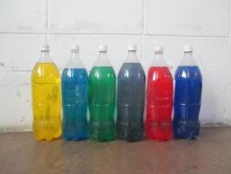 Raily Yance, Velocidad del color, agua coloreada dentro de plástico, medidas variables, Archivo del artista, Maracaibo, 2016