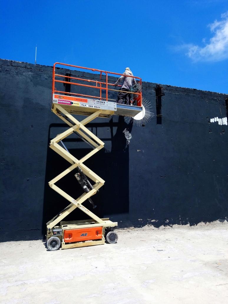 Irvin Aguilar working on La Linea en la Memoria at Caya Grandi